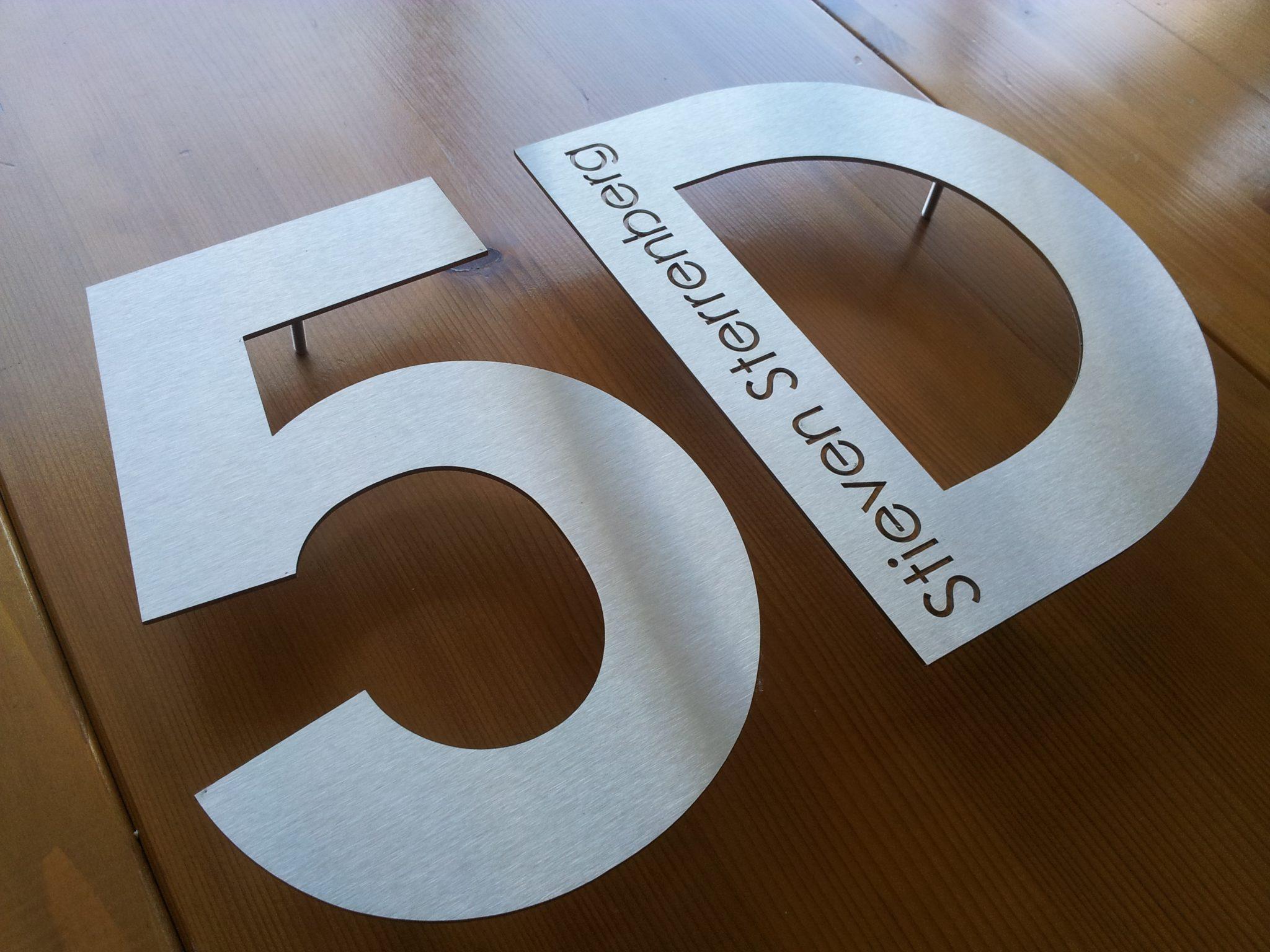 Huisnummer uit losse letters rvs316 3mm dik met naam