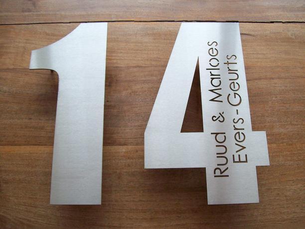 Fonkelnieuw Huisnummer uit losse cijfers RVS316 3mm dik met naam PW-61