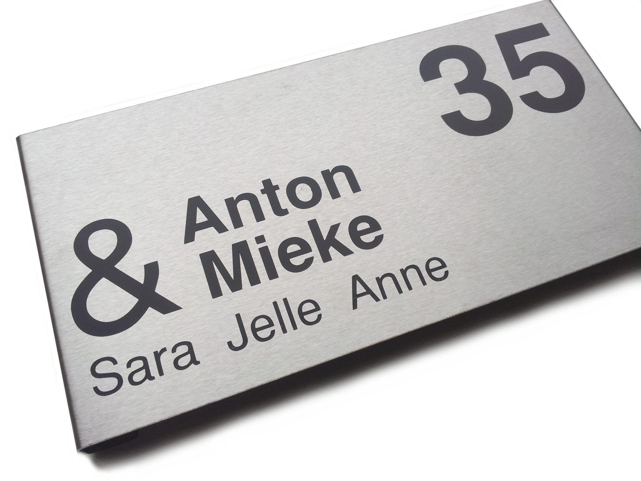 naambordjes beletterd met buitenkwaliteit vinyl