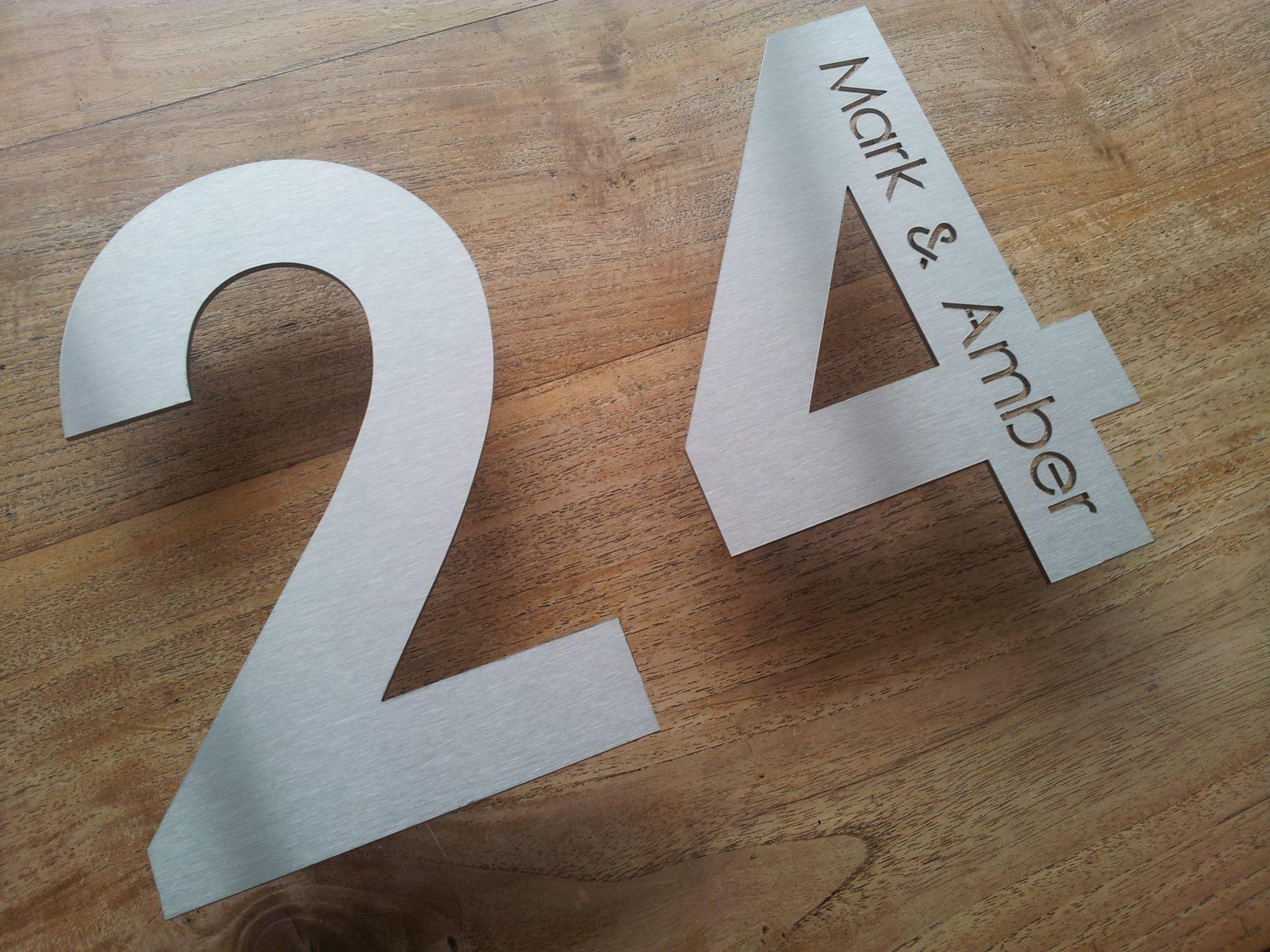 Fonkelnieuw Huisnummer uit losse cijfers RVS316 3mm dik met naam AU-08
