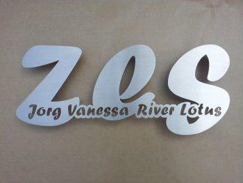 Uniek huisnummer met de namen erin verwerkt